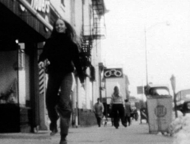 Elaine_Summers__Two_Girls_Downtown_Iowa__1973. Mit freundlicher Genehmigung von Thomas Körtvelyessy